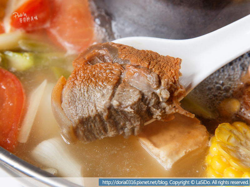 12_有帶皮的小羔羊腩肉 口感帶勁 肉質鮮嫩無羊騷味 有別於一般火鍋 大多只有一種肉品