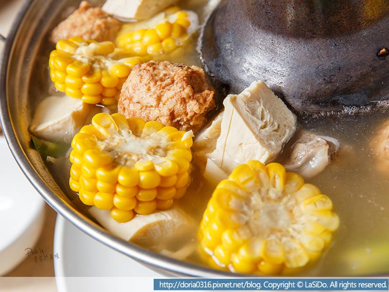 8_有玉米 、凍豆腐 、白菜頭、蘆筍、番茄、洋蔥等等