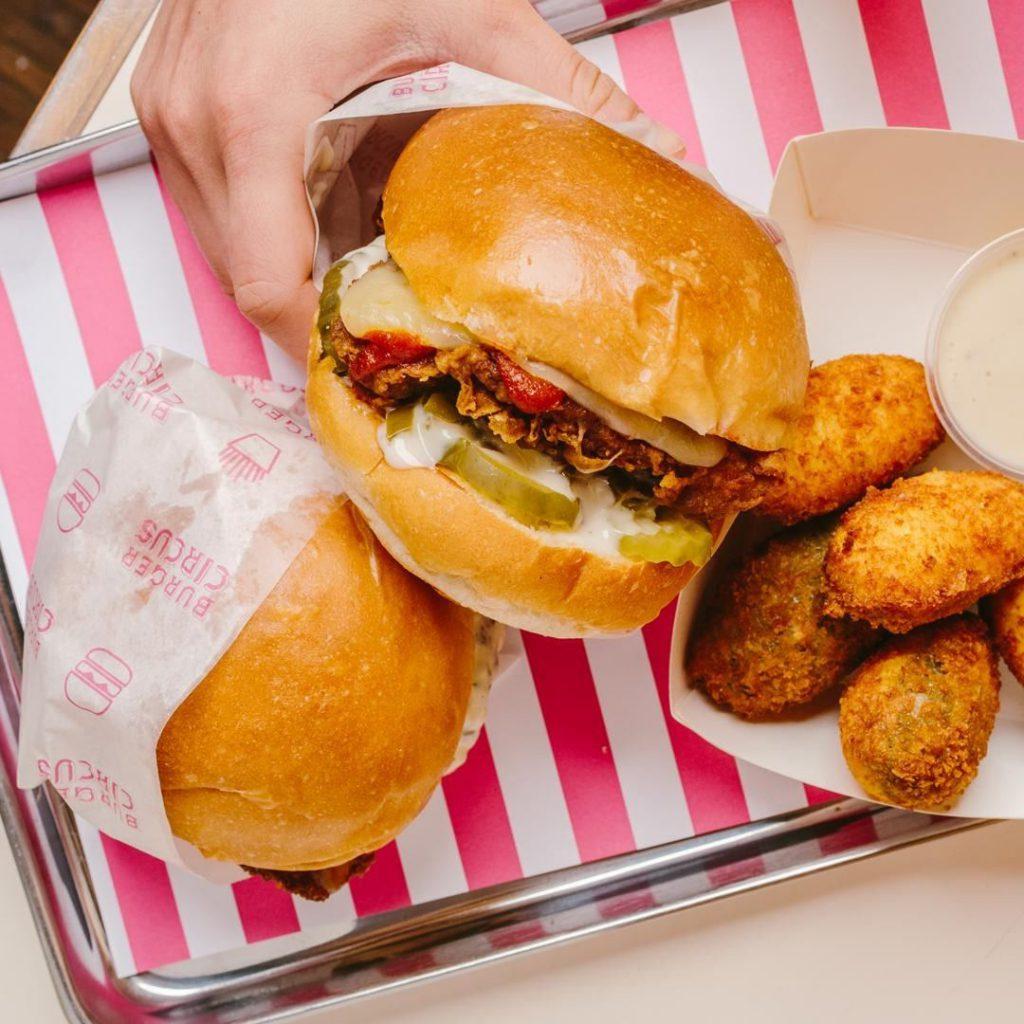馬戲團+美式火車車廂餐卡主題!美式漢堡快餐店 Burger Circus