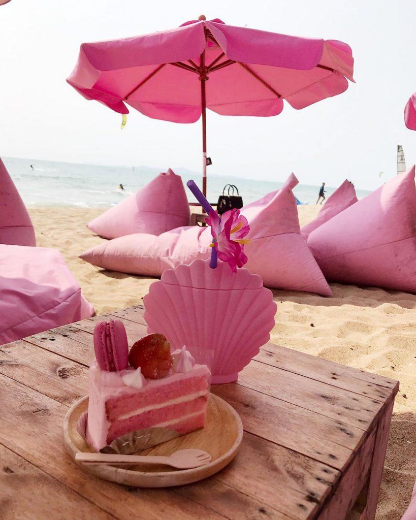 芭提雅粉紅主題沙灘cafe粉紅蛋糕