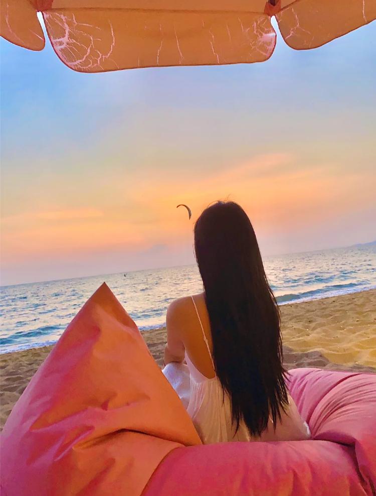 芭提雅粉紅主題沙灘cafe日落