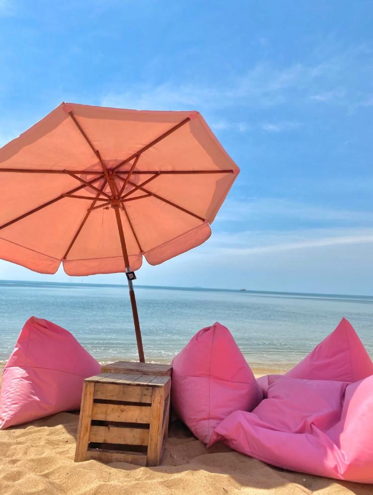 芭提雅粉紅主題沙灘cafe
