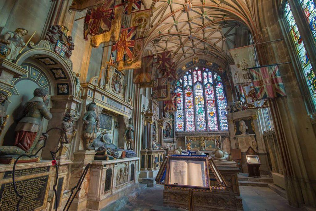 倫敦近郊小鎮!英國最古老天主教堂Canterbury Cathedral!中世紀彩色玻璃畫描繪宗教故事!